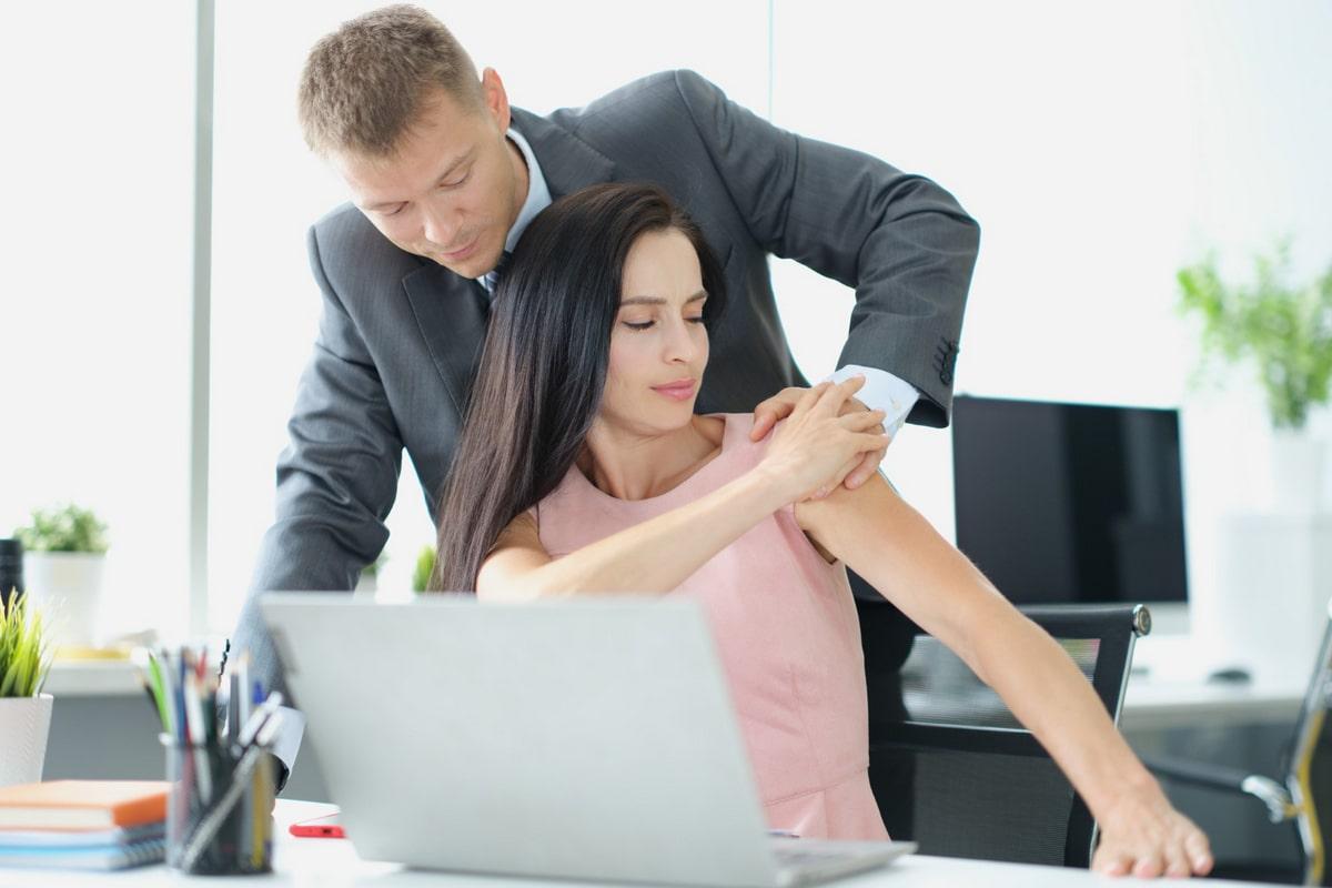 Seksualno uznemiravanje na poslu | Advokat Milan Ivetić